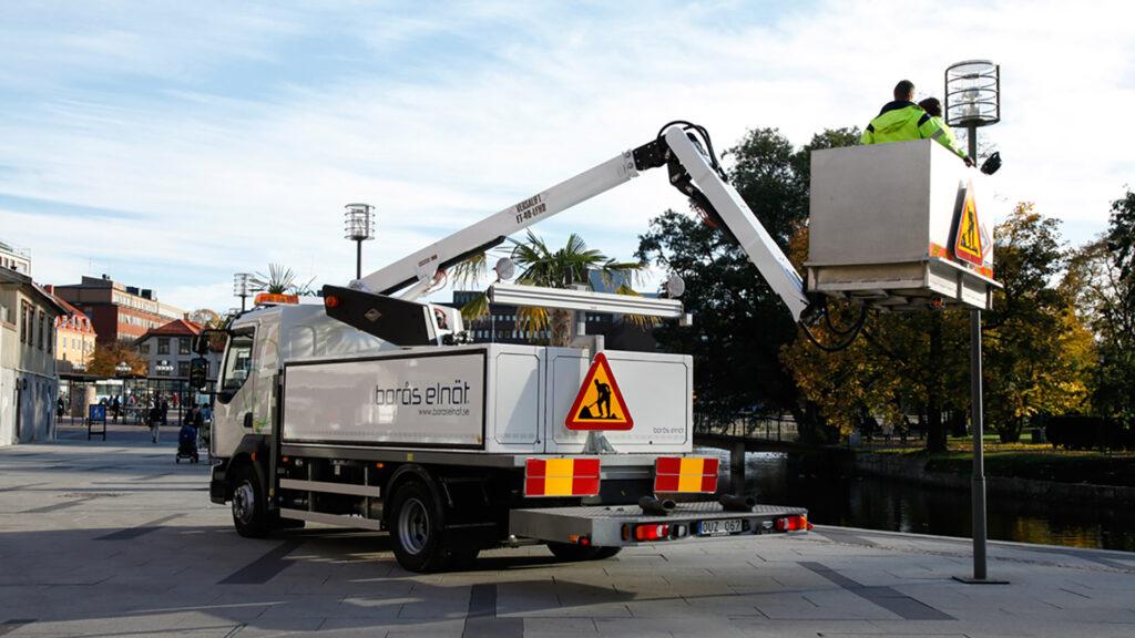Versalift Smartbox on Volvo truck 2